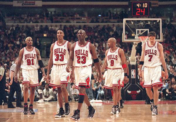 Dennis Rodman, Scottie Pippen, Michael Jordan, Ron Harper, Toni Kuckoc